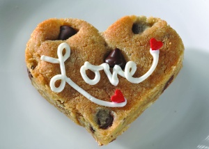 chocolate-chip-cookie-heart